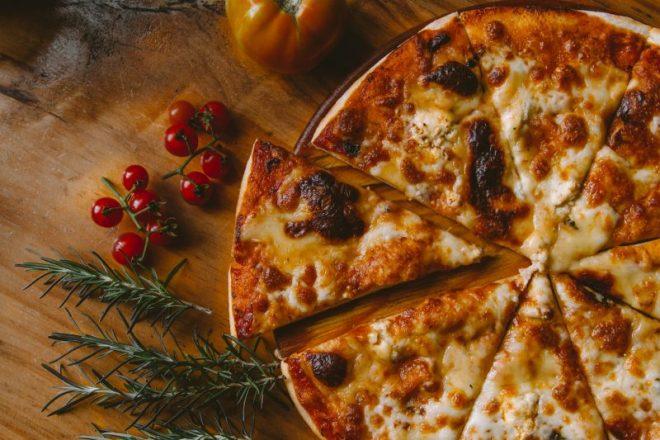 Pizza-margherita-in-teglia-ecco-come-prepararla